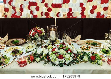 Stylish Luxury  Decorative Centerpiece Table With Roses For The Celebration For A Wedding, Cathering