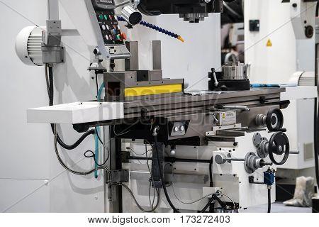 Universal power tilting machine vice. Metal processing machine