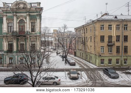 Street with houses and cars in winter