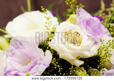 Nice bride bouquet and two wedding rings