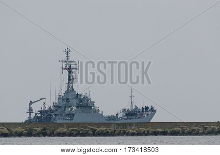 SWINOUJSCIE - WEST POMERANIAN / POLAND: Landing ship of the Polish Navy flows of the Baltic Sea
