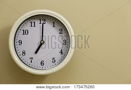 The time for wall clock of the wall is 7:00