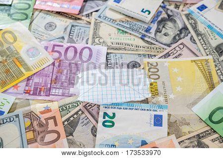купа двох провідних валют - долар США і євро банкноти.