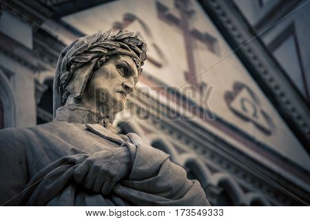 Poet statue of Danti in  florence italy