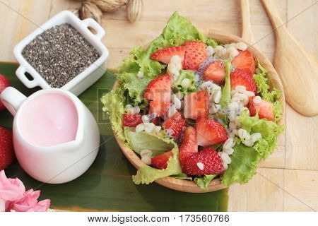 Strawberry salad ingredients lettuce chia seeds barley