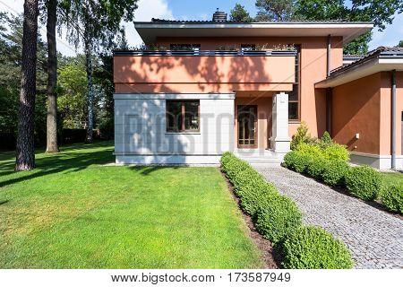 Modern Single-family House Exterior