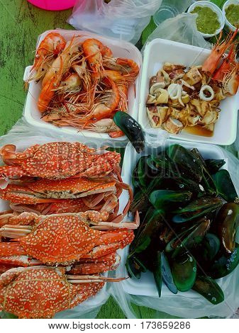 Seafood, crab, lobster, sea snails, octopus, taste, sauce, on the beach