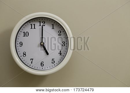 The time for wall clock of the wall is 5:00