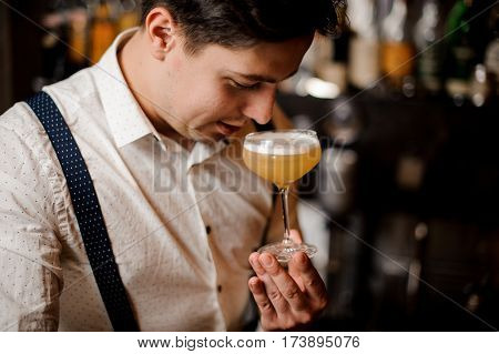 the close up barman holding a coctail