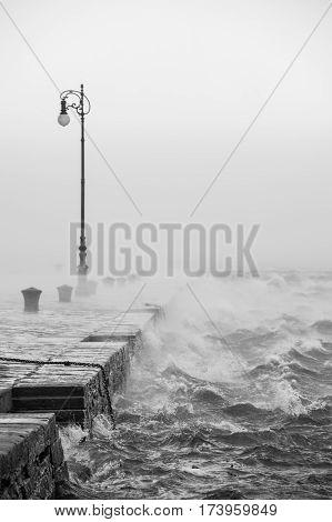 Bora a 130 km. orari, nel golfo di Trieste