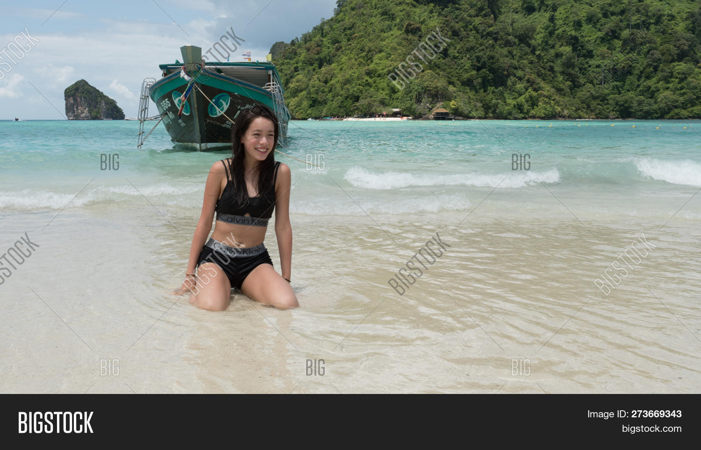 young teen model beach girls