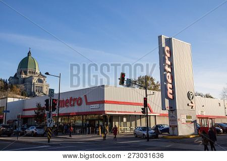 Montreal, Canada - November 4, 2018: Metro Logo, In Front Of Their Supermarket In Northern Montreal,