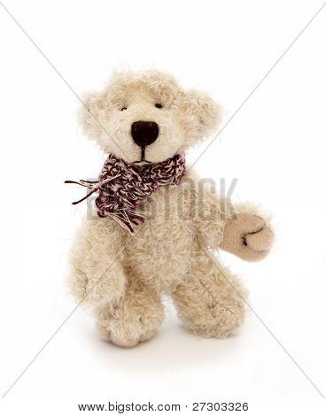 Juguete clásico del oso de peluche, aislado sobre un fondo blanco