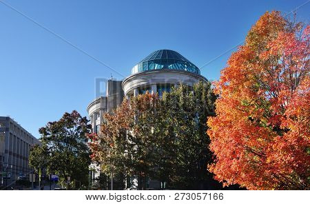 Raleigh,nc/usa - 11-3-2018: The North Calolina Museum Of Natural Sciences At Center, With The Nc Mus