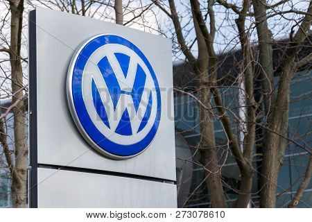 Dresden, Germany - April 2 2018: Volkswagen Company Logo In Front Of The Glaserne Manufaktur - Trans