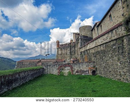 Fort Lagarde, Prats-de-mollo-la-preste: The Fort Was Constructed In Several Stages Around An Old Med