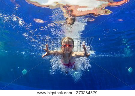 Happy Family In Swimming Pool. Smiling Child In Goggles Swim, Dive In Pool With Fun - Jump Deep Down