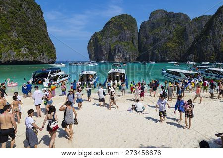03/02/2018. Island Ko Phi Phi Le ( Ko Phi Phi Leh ), Thailand. Maya Bay. Many Tourists From Around T