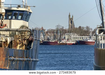 New Bedford, Massachusetts, Usa - December 8, 2018: Commercial Fishing Boats On The New Bedford Wate