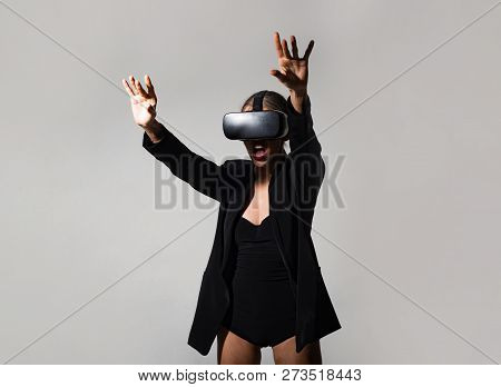 Future Technology Concept. Best Virtual Reality Headset. Virtual Reality And Future Of Presentations