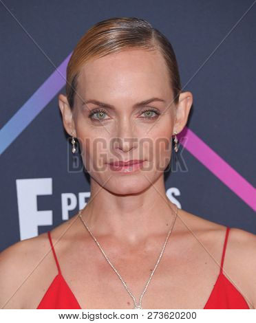 LOS ANGELES - NOV 11:  Amber Valletta arrives for the 2018 People's Choice Awards on November 11, 2018 in Santa Monica, CA