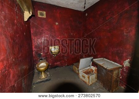 Mansfield, Oh, May 29, 2018, Ohio State Reformatory, Former Prison, Prison Cell With Blood Red Walls