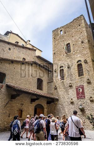 Florence, Italy, 29 June 2015: Tourists Queued Up Waiting To Visit The Birth House Of The Italian Po
