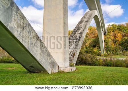 Double Arch Bridge on Natchez Trace Parkway near Franklin, TN, fall scenery