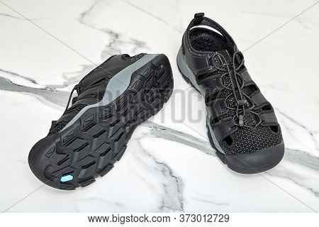 Quick-drying Water Shoes For Men, Black Boots Made Of Polyester And Polyurethane On The Sole Of Arti