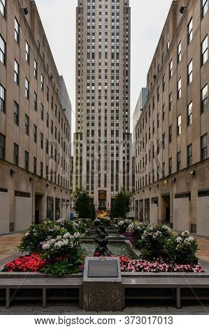 New York City, New York - June 11, 2020: Stores Closed In Rockefeller Center During The Covid-19 Pan