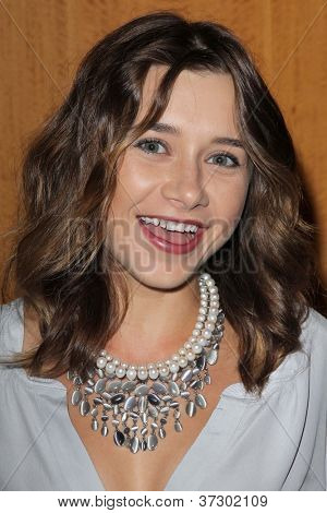 LOS ANGELES - SEP 28:  Olesya Rulin arrives at the