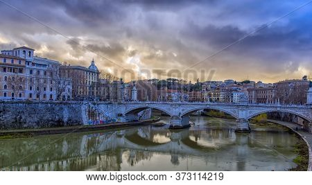 Italy, Rome, 02,01,2018 The View Of Vittorio Emanuele Ii Bridge Crossing The Tiber River, Rome - Ita
