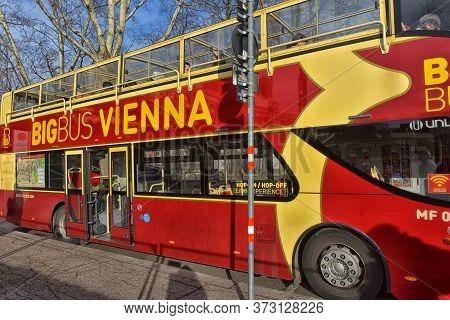 Austria, Vienna 30,12,2017 Bus For Tourist Excursions In Vienna.