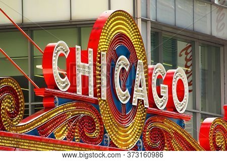 Chicago, Illinois/usa-october 16 2015: Chicago Theater Sign North State Street Chicago On October 16