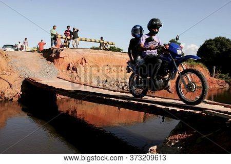 Prado, Bahia / Brazil - April 12, 2010: Improvised Bridge On Highway Br 489 For Pedestrian Access To