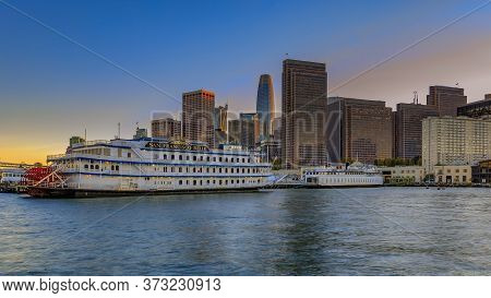 San Francisco, Usa - November 27, 2017: Panorama Of Embarcadero Buildings, Decorated For Christmas,