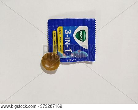 Closeup Of Vicks 3-in1 Pack With Candy For Cough, Nose, Throat Problem. Available In Honey, Lemon An
