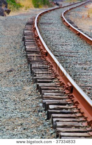 Single set of curved of Train Tracks of Diminishing to the right