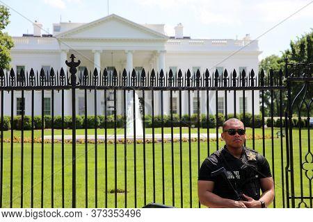 Washington Dc, Usa - May 02, 2019: U.s. Secret Service Officer In Front Of White House. Washington D