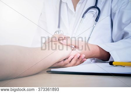 The Doctor Hold Hands Patient To Encourage To Fight The Disease And Cheer To Receive Treatment, To P