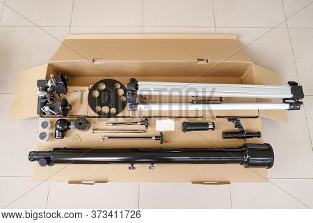 All Refractor Telescope Parts Package You Get On A Box. Astronomy Lesson Exploring Parts Of Telescop