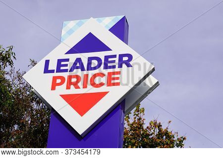 Bordeaux , Aquitaine / France - 10 28 2019 : Leader Price Sign Shop Logo Hard Discounter French Stor