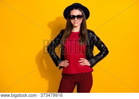 Portrait Of Her She Nice-looking Attractive Lovely Cool Well-dressed Cheerful Cheery Straight-haired