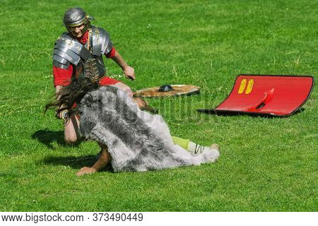 Fight Between Roman Legionary And Dacian Warrior