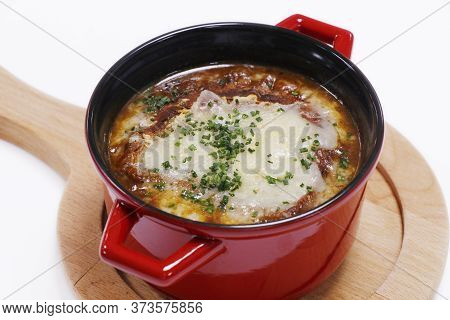 French Onion Soup With Gruyere Cheese Melted Crouton In A Serving Pot