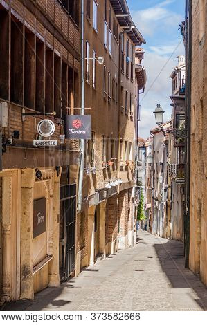 Segovia, Spain - October 20, 2017: Nrrow Alley In The Old Town Of Segovia, Spain