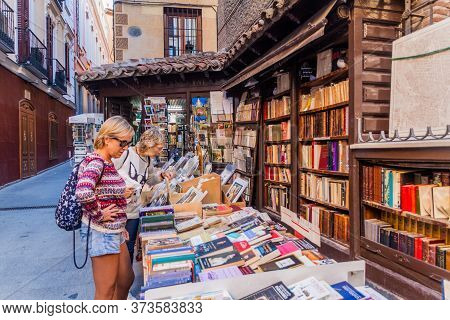 Madrid, Spain - October 25, 2017: Outdoor Bookstore In The Center Of Madrid, Spain