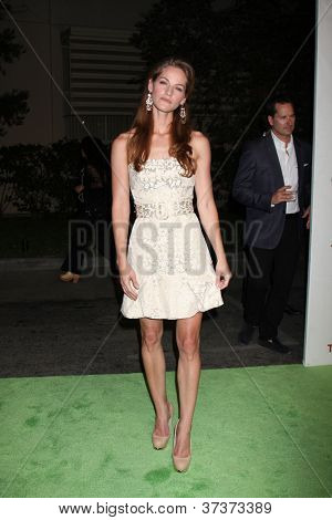 LOS ANGELES - SEP 29:  Kelly Overton arrives at the 2012 Environmental Media Awards at Warner Brothers Studio on September 29, 2012 in Burbank, CA