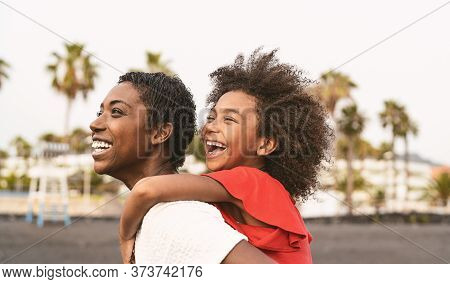 Happy African Family On The Beach During Summer Holidays - Afro American People Having Fun On Vacati
