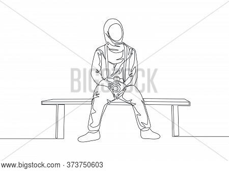 Single Continuous Line Drawing Of Young Cute Muslimah Sitting On Chair While Carrying Dslr Camera. B